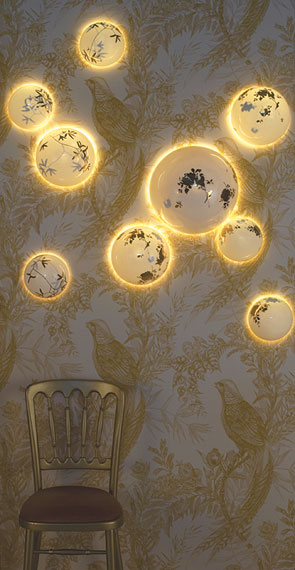solas gold wall installation